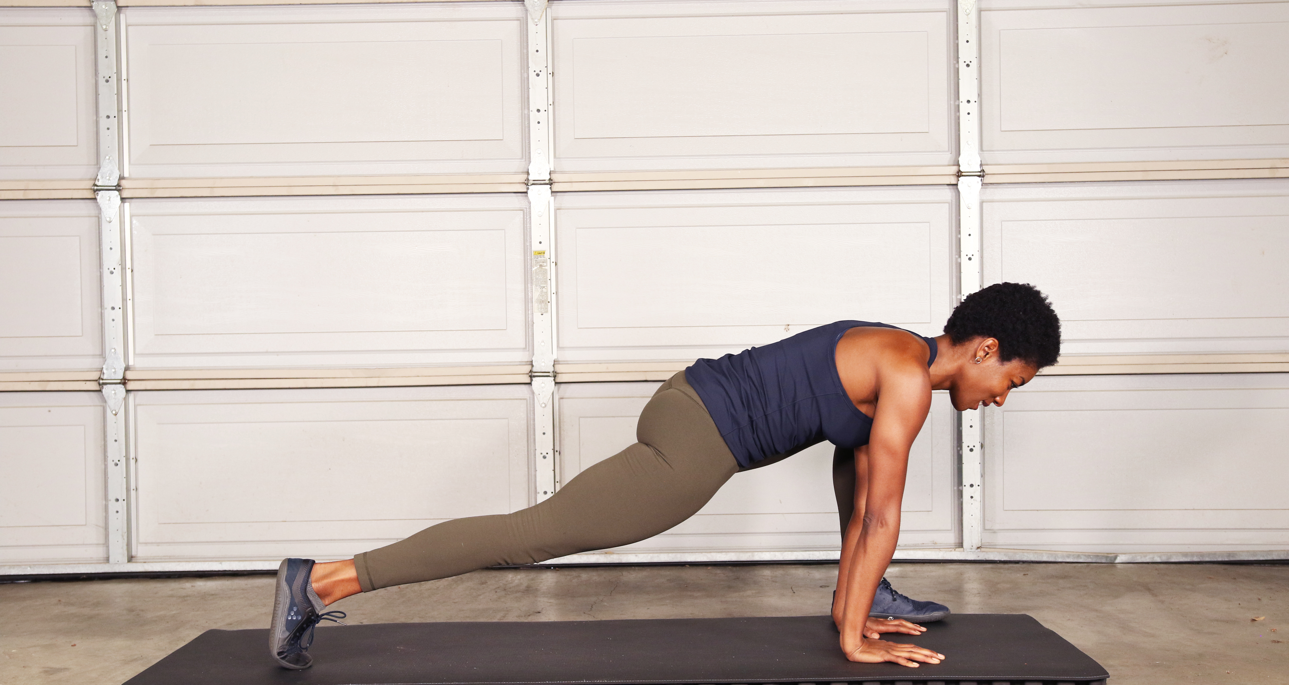 STATIC LOW LUNGE